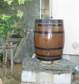 オーク樽の雨水タンク